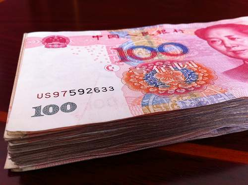 economists said that the renminbi may depreciate as much as 15 percent to about 7.30 against the US dollarin 2016.