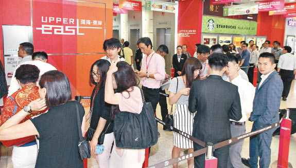 Kowloon Development put small home flats at Upper East, a mega residential project in Hung Hom,on the market on 5 September, the selling lobby was crowded.