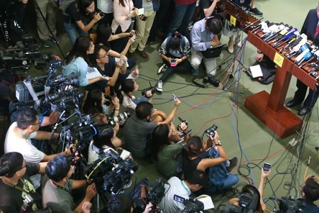 Online-only press can admit to GovHK press events.