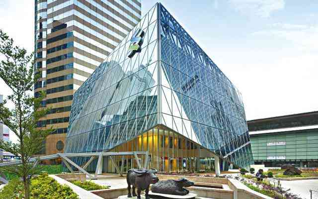 Standard Chartered Wealth Management Center become a new landmark in Central.